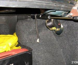 Установка газовых упоров в багажник ВАЗ-2115