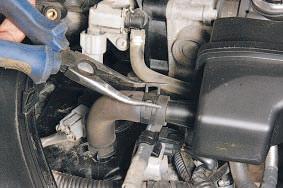 Снятие и установка дроссельного узла автомобиля Nissan Qashqai 2007 — 2013