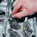Замена маслосъемных колпачков ВАЗ 2106 — инструкция