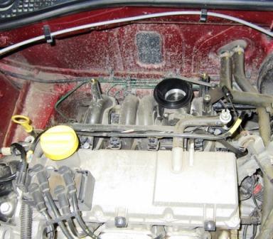 Снятие и очистка дроссельной заслонки Renault Logan