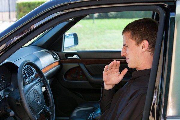 Как избавиться от плохого запаха в салоне автомобиля