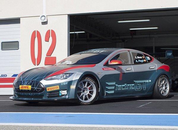 Гоночный автомобиль Tesla Model S