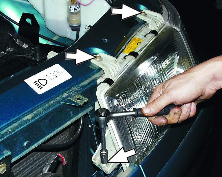 Как снять фары на автомобиле ВАЗ 2110