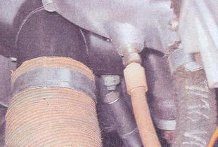 замена прокладки впускного трубопровода и выпускного коллектора на автомобиле ваз 2107 с карбюраторным двигателем