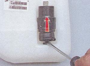 статья про снятие и установка насоса омывателя ветрового стекла - автомобиль ваз 2107