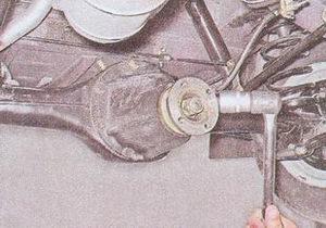 замена сальника ведущей шестерни заднего моста в автомобиле ваз 2107