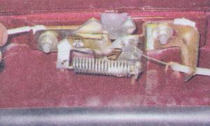 снятие и установка замка капота и троса привода замка капота автомобиль ваз 2107
